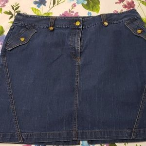 Jones New York blue denim skirt. Like new. Size 16